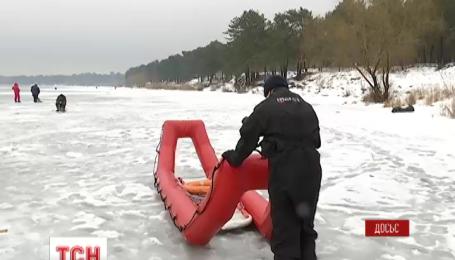 В Каховском водохранилище на льдине унесло супружескую пару