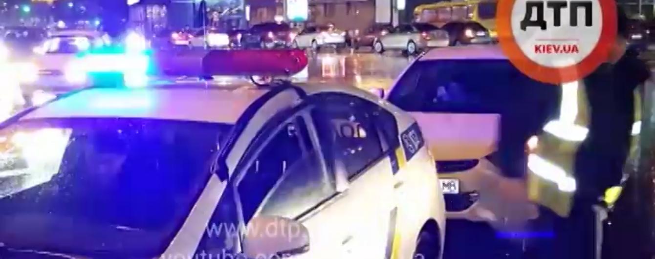 Таксист у Києві збив на переході дитину і зник