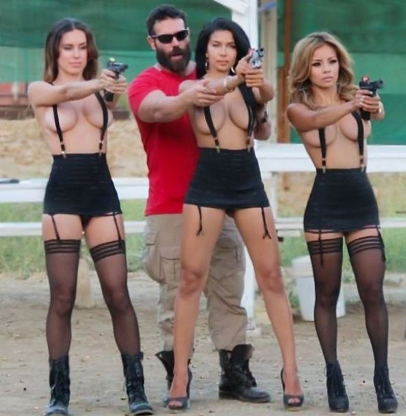 Сексапільні моделі, VIP-авто та котики. Що постить у Мережі король Instagram
