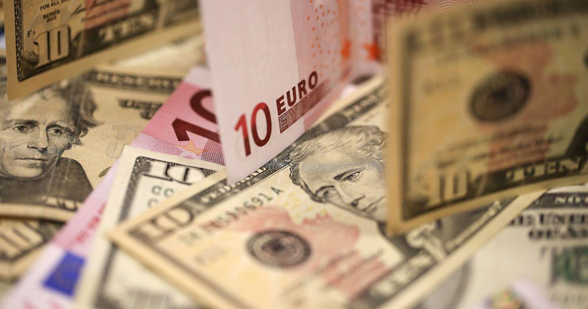 Курс валют на 13 квітня: скільки коштують долар і євро
