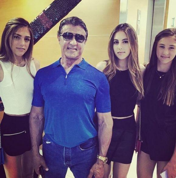 Сильвестр Сталоне с дочками_4