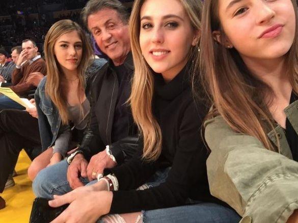Сильвестр Сталоне с дочками_13