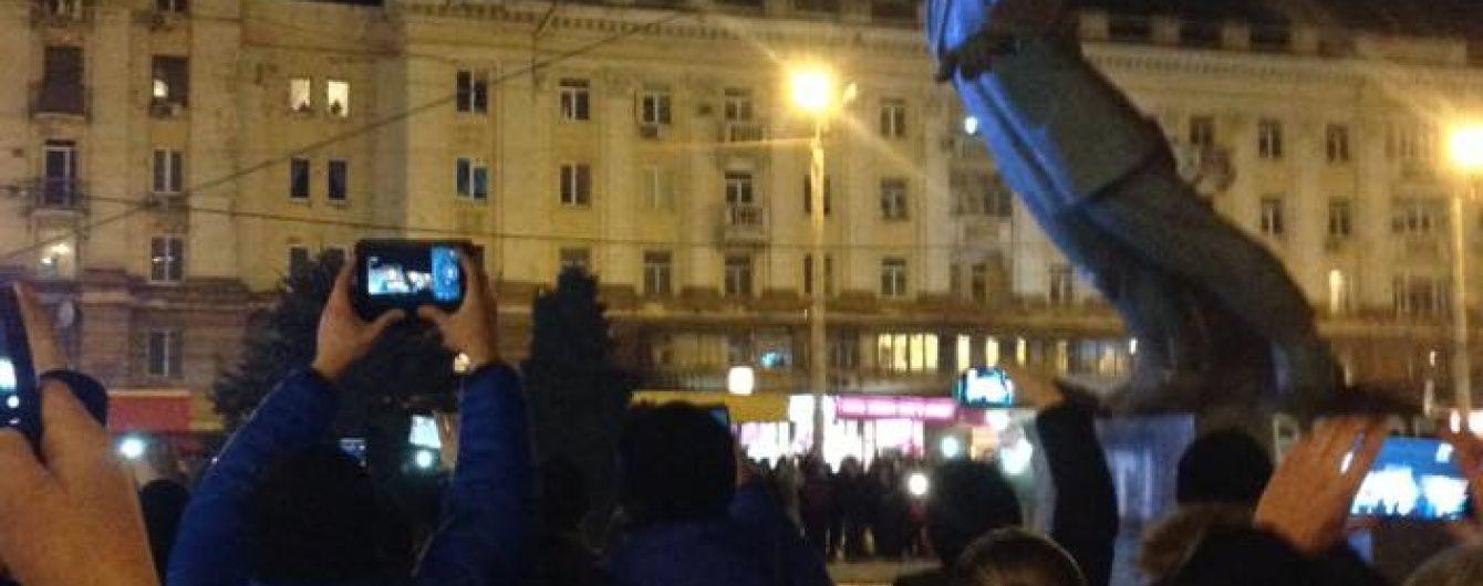 У Дніпропетровську повалений пам'ятник Петровському заберуть до музею
