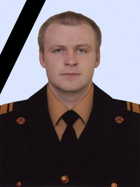 Стали відомі подробиці пожежі в київській 16-поверхівці, під час якої помер вогнеборець