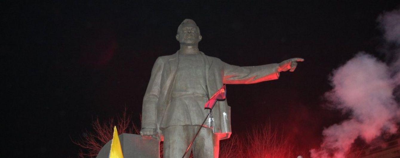 У міськраді Дніпропетровська розповіли про подальшу долю поваленого Петровського