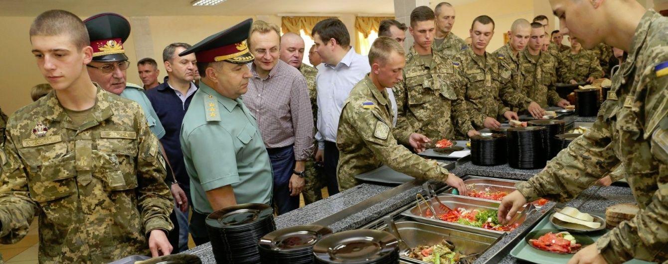 Полторак пообіцяв годувати українських військових за новими стандартами