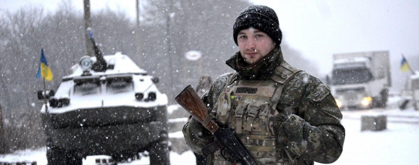 Яценюк дав доручення збільшити зарплати військовим у зоні АТО