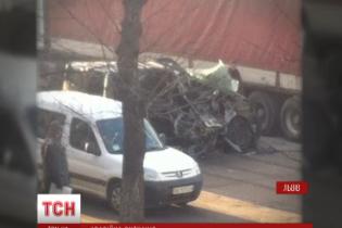 Мікроавтобус дорогою до РАГСу потрапив у страшну аварію