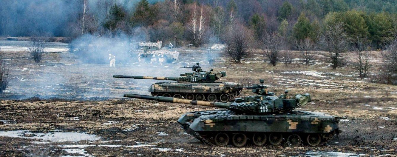 Українські десантники під пильним оком Муженка відпрацювали швидкий наступ на ворога