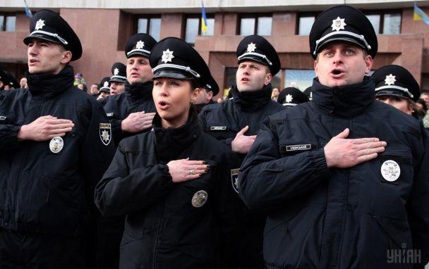 Найяскравіші фото дня: нова поліція в Івано-Франківську, карнавали у Венеції та Берліні
