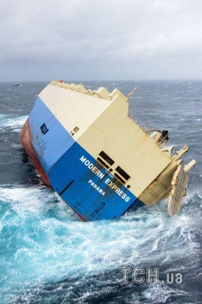До берегів Франції наближається некероване гігантське судно із 300 тоннами пального