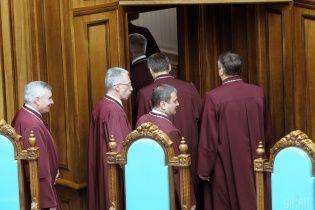 """Порошенко досі не звільнив суддів КС за надання Януковичу """"диктаторських"""" повноважень - Козаченко"""