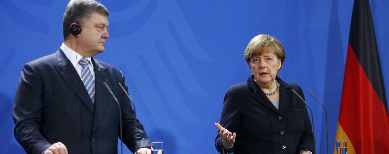 """Порошенко обговорив з Меркель """"дорожню карту"""" впровадження Мінських домовленостей"""