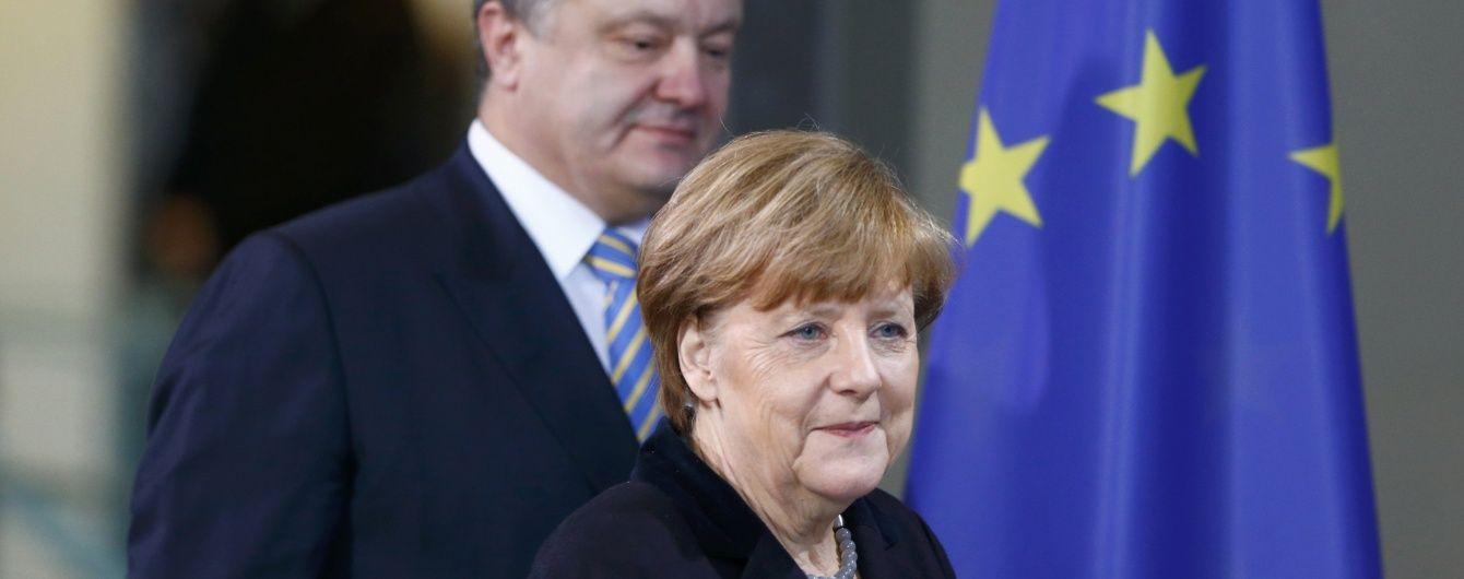 Порошенко поговорив із Меркель про трагедію в Бабиному Яру