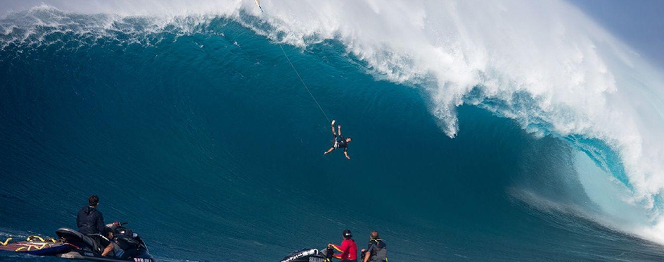 Юзерів вразило відео падіння серфера з гребеня гігантської хвилі