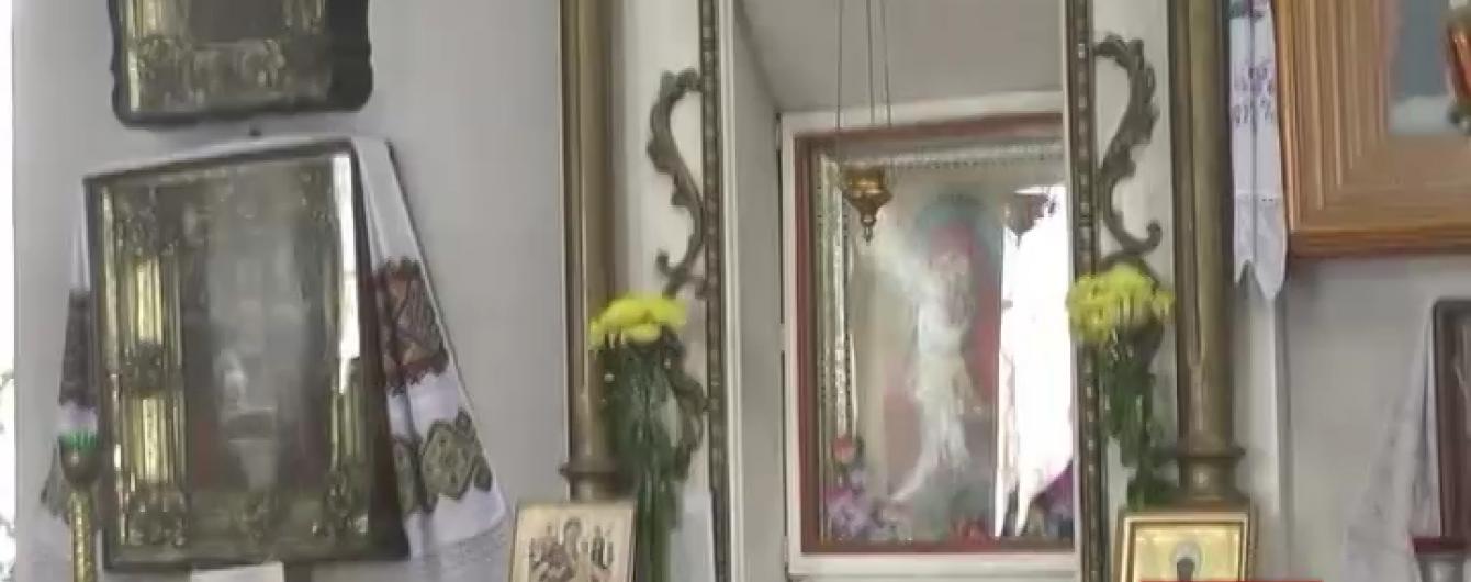 У Миколаєві зловмисники викрали з церкви подаровані прихожанами коштовності