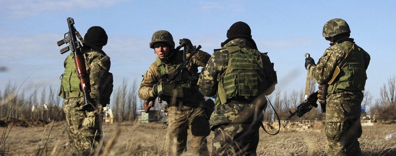 Під обстрілами бойовиків отримали поранення троє українських військових