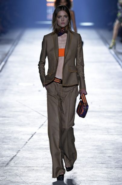 Тренд сезона: модные 90-е