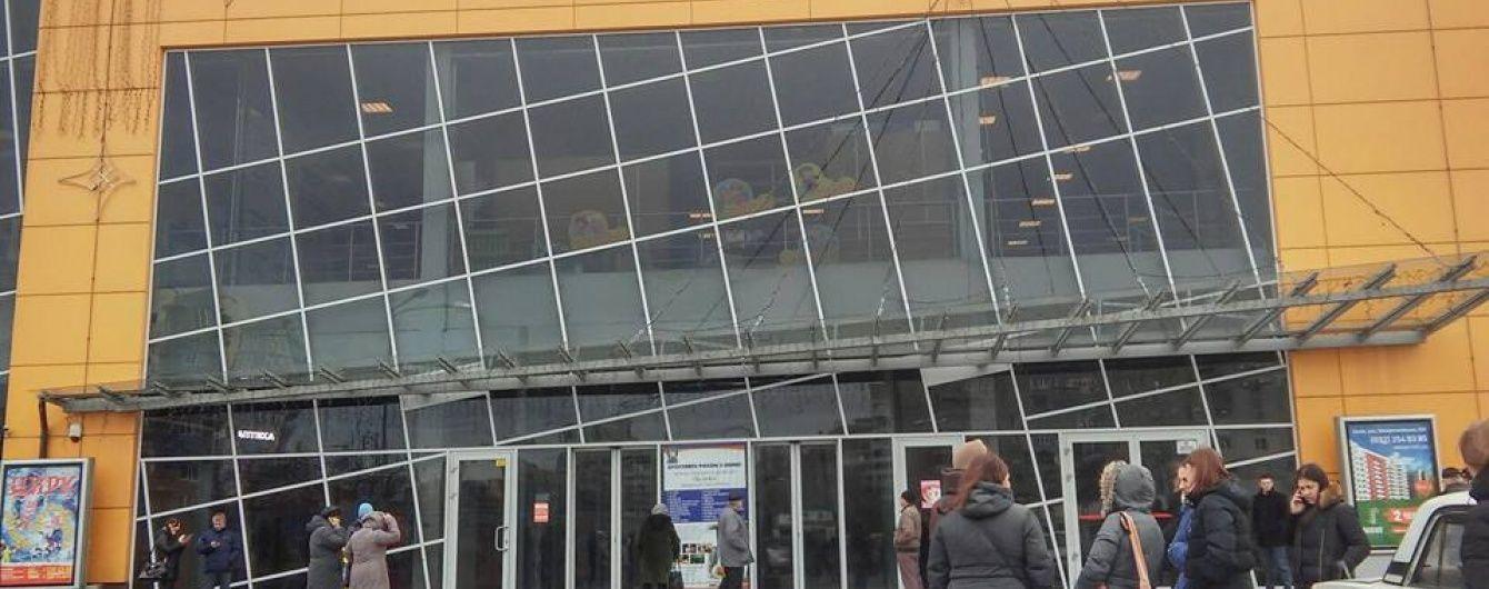 """У Львові """"замінували"""" мережу супермаркетів"""