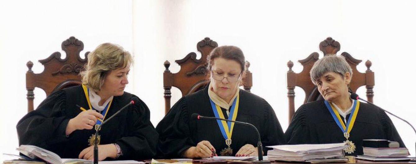 У Києві працівники суду просять не скорочувати посадові оклади