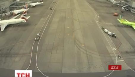 В аэропорту Домодедово у самолета загорелся двигатель
