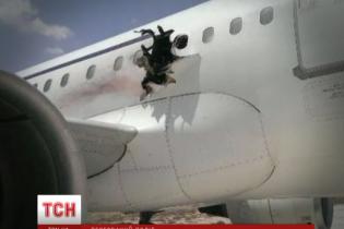Дипломат розповів, як пережив посадку продірявленого вибухом літака
