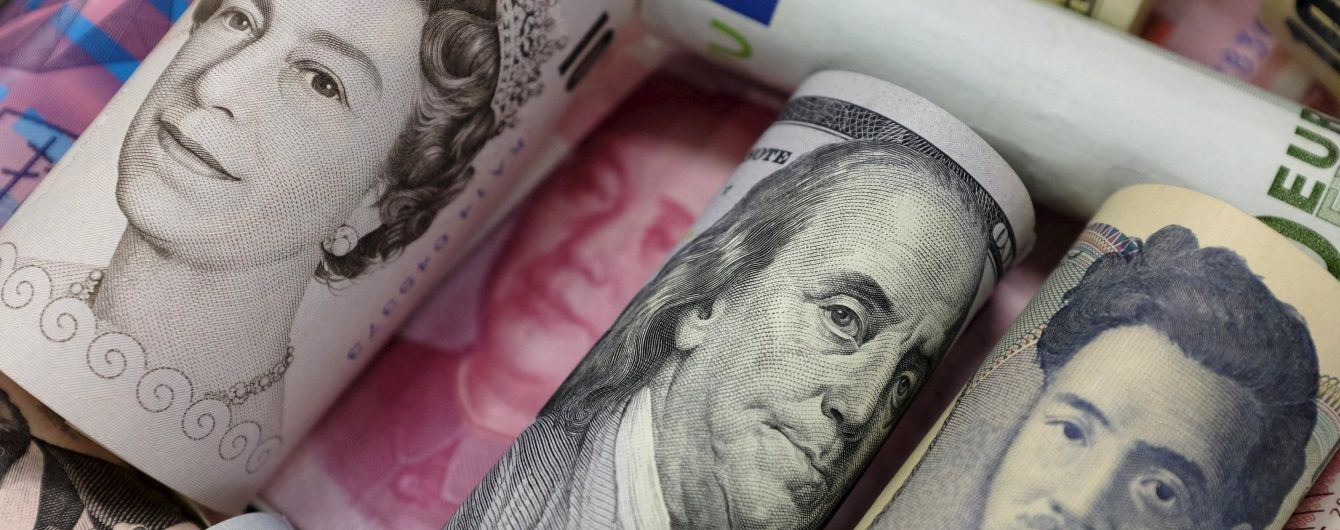 У січні українці більше продавали долари, ніж купували – Нацбанк