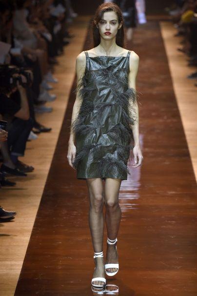 Прозрачная и минималистичная коллекция Nina Ricci сезона весна-лето 2016
