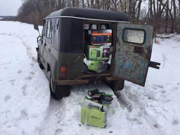 На Харківщині СБУ затримала автівку з контрабандними мікросхемами для ракетно-космічної галузі