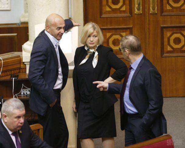 """Суперечки, крики та """"кислий"""" Кононенко: як у Раді боролися з політичною кризою"""