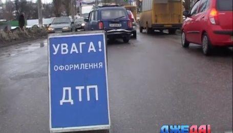 В Сумах веселый мужчина стал причиной аварии с участием четырех машин