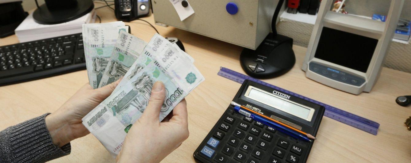 У Росії падає курс рубля