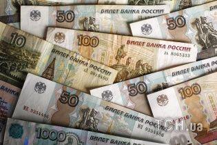 На фоне санкций США курс евро на Московской бирже впервые за полтора года превысил 73 рубля
