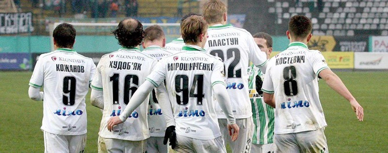 Трьом українським клубам заборонили брати нових гравців