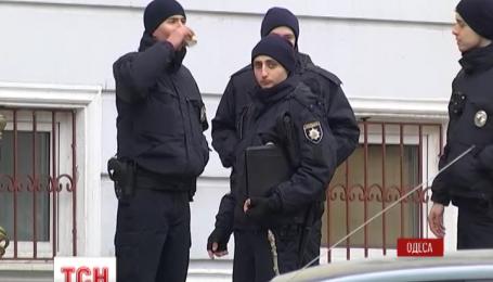 В Одессе подрались полицейские и таксисты