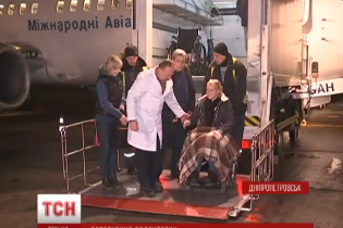 Волонтерка Яна Зінкевич в інвалідному візку повернулася після операції з Ізраїлю