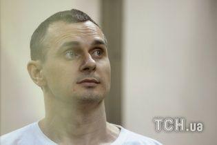 Олегу Сенцову в колонии колют по литру глюкозы ежедневно