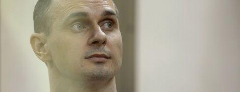Сенцова, який оголосив безстрокове голодування, кожен день відвідує лікар - сестра