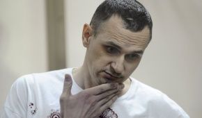 Незаконно заключенного Сенцова этапировали из колонии в Якутии, его место нахождения неизвестно – адвокат