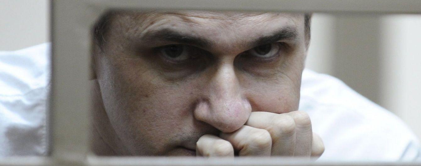 Після етапування Сенцов потрапив до штрафного ізолятора