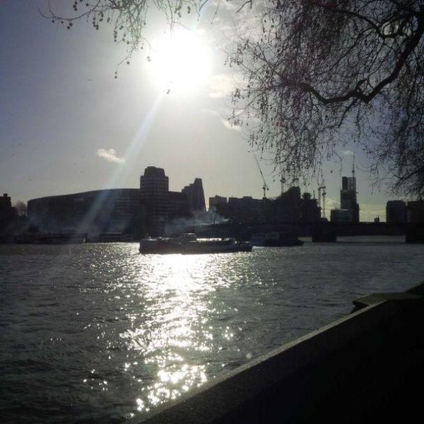 Лондонців налякав видовищний вибух двоповерхового автобусу в центрі міста