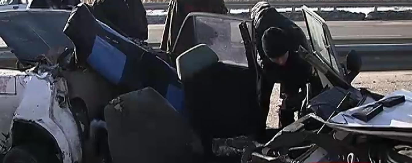 На Полтавщині ВАЗ із п'яними підлітками протаранив вантажівку та пролетів ще 10 метрів