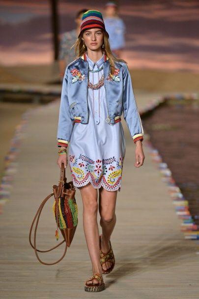 Пестрые и полосатые семидесятые в коллекции Tommy Hilfiger сезона весна-лето 2016