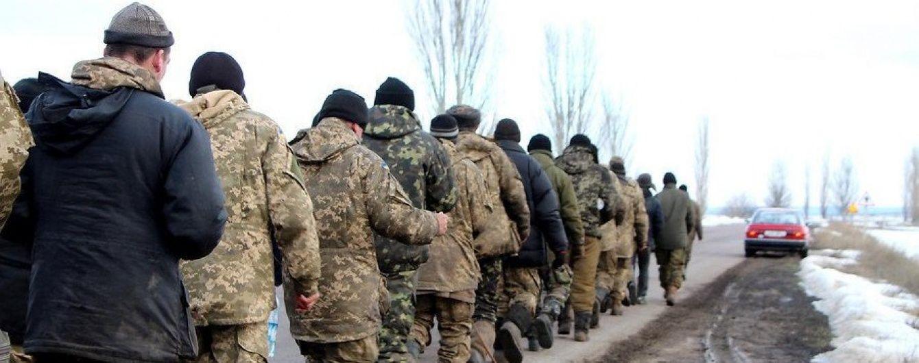 Ми просто хочемо помитися і поїсти: бійці 53-ї бригади пішки дійшли до Миколаєва для зустрічі з чиновниками