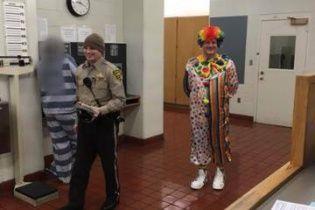 У США поліція заарештувала п'яного водія-клоуна