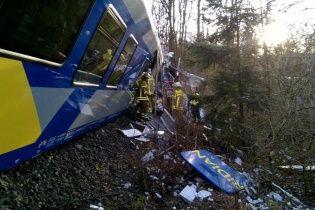 У Німеччині зіткнулися два потяги, є загиблі