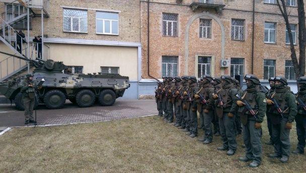 """Спецназівці НАБУ склали присягу та похвалились """"символічним"""" БТРом"""
