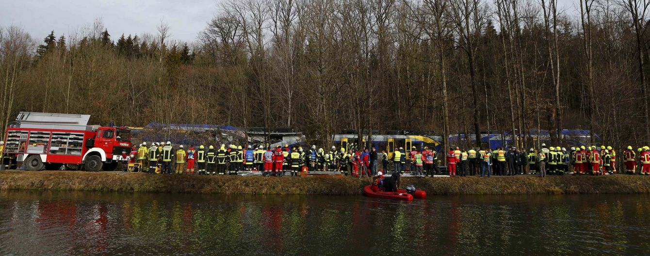 """На місці катастрофи потягів у Німеччині не можуть знайти """"чорну скриньку"""""""