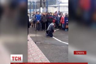 У Тернополі звільнили директора училища, який ставив  учнів навколішки