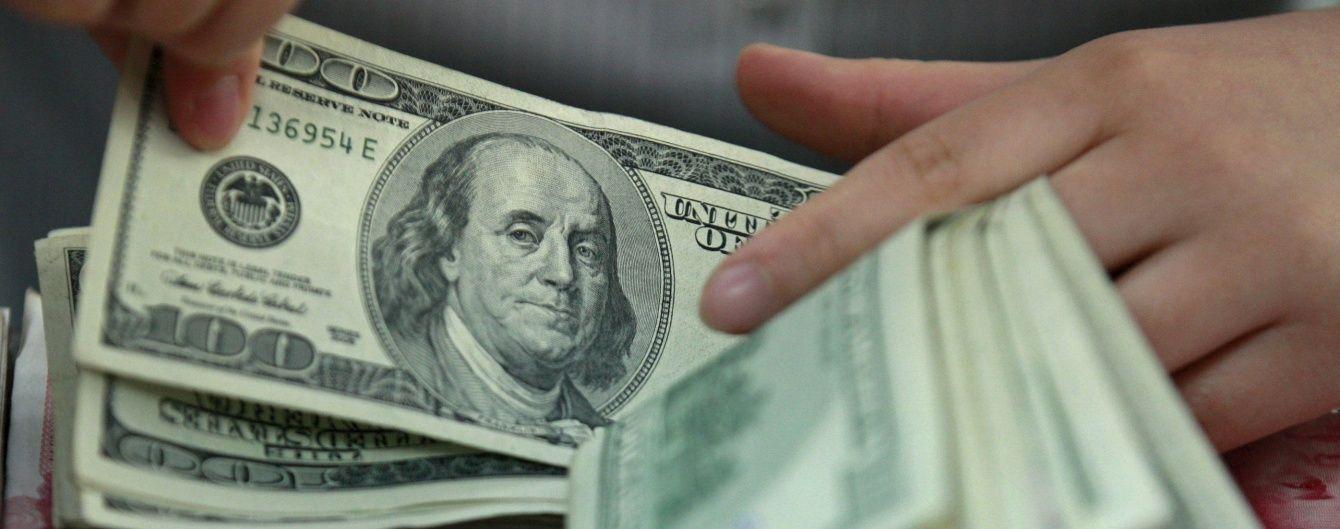 За останнє десятиліття середньорічний курс долара в Україні зріс учетверо. Інфографіка
